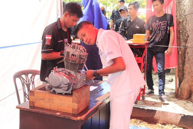 Technical Engineering Expo UBL Bangun Prestasi Otomotif SMK